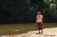 Falk mit Krokodil im Windjana Gorge NP