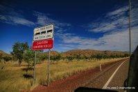 Vorsicht Roadtrain-Schild