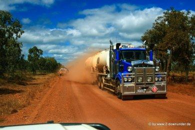 Roadtrain unterwegs auf Cape York