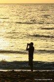 Falk beim Fotografieren morgens am Strand