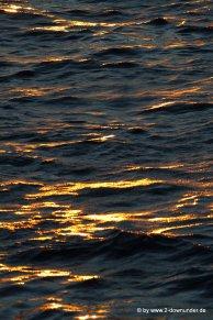 Sonne spiegelt sich auf dem Meer