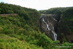 Zug bei den Barron Falls